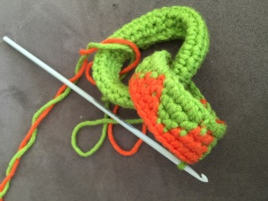 Tapestry on crochet chains Green and orange