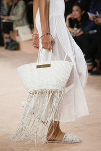 Or team a white bag with a white outfit. Notice how the fringe brings movement and catches your eye.